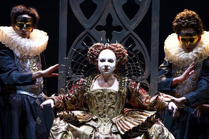 Genova – Piacenza  ROBERTO DEVEREUX – Gaetano Donizetti,  MACBETH – Giuseppe Verdi  DUE MOSTRI